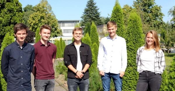 IT-Ausbildung in Paderborn. Das Bild zeigt (v.l.n.r.): Marcel Eichler, Adrian Brechtken, Phillip Landro, Jonas Menne, und, Laura Korsmeier